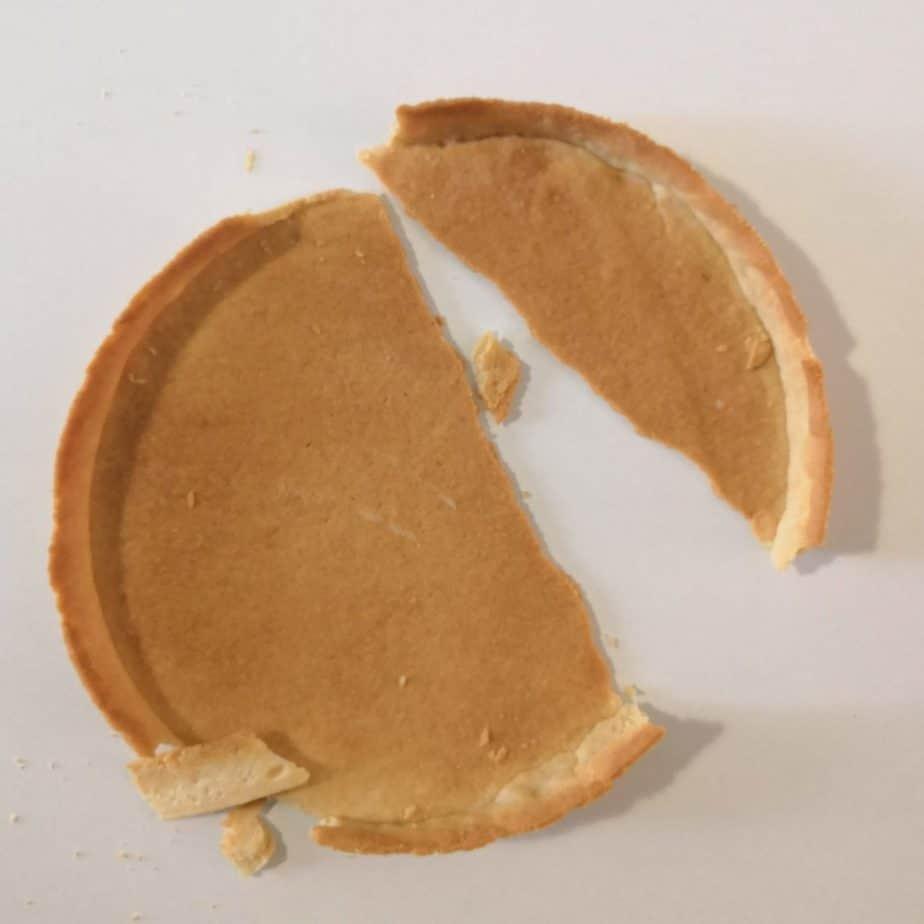 Tarte en pâte sucrée cassée