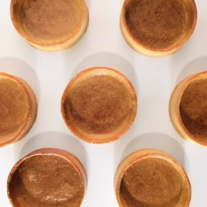 Tarte pâte sucrée dorée sortie du four